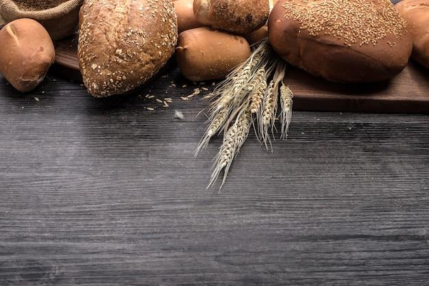 Rogge gesneden brood op de tafel
