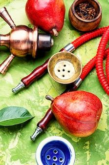 Roken arabische waterpijp met peer