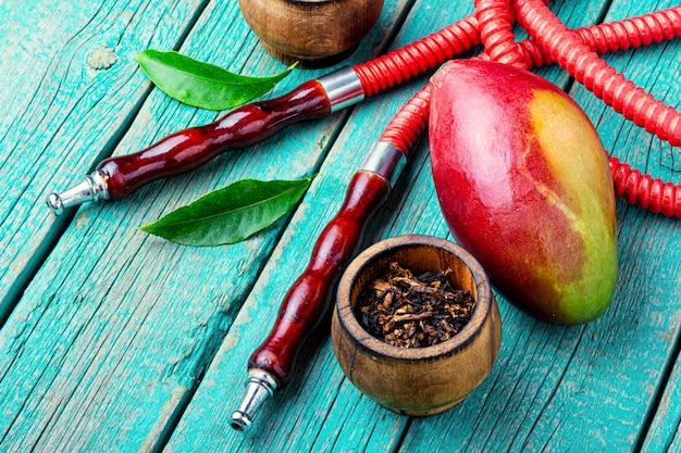 Roken waterpijp met mango