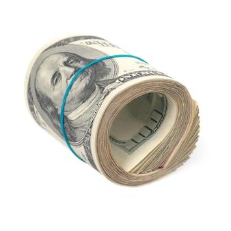 Rol van geld-contant geld van amerikaanse dollars die op witte muur worden geïsoleerd