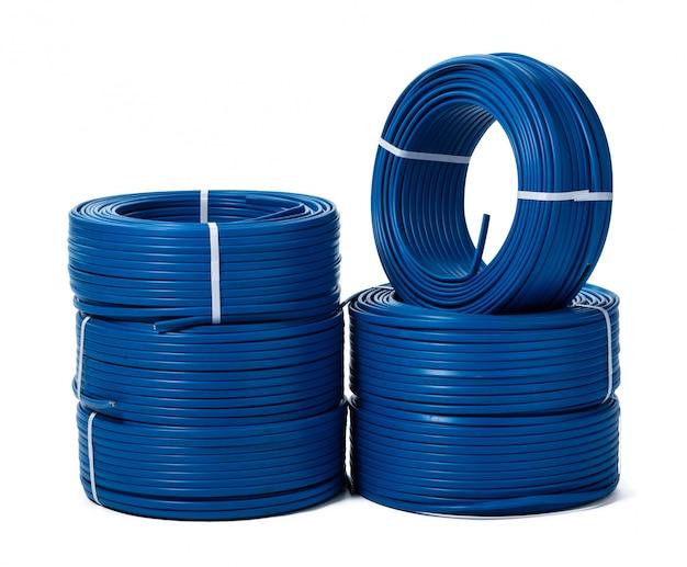 Rollen van blauwe geïsoleerde kabel