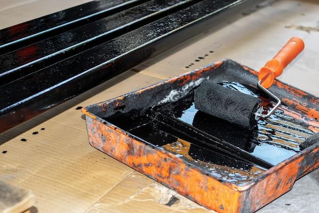 Rolling staal geschilderd in de geschilderde lade met zwarte kleur.