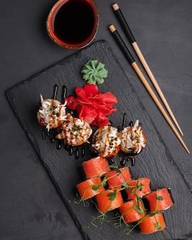 Rolls japanse en chinese traditionele cuisinesushibar set