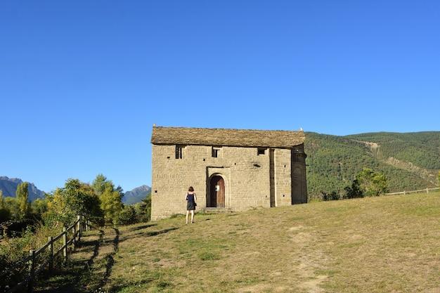 Romaanse en mozarabische kerk van san juan de busa, route van de romaanse kerken van de serrablo, provincie huesca, aragon, spanje
