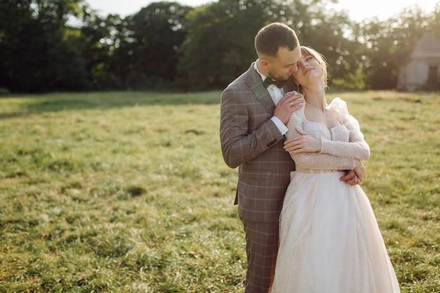 Romantisch bruidspaar verliefd