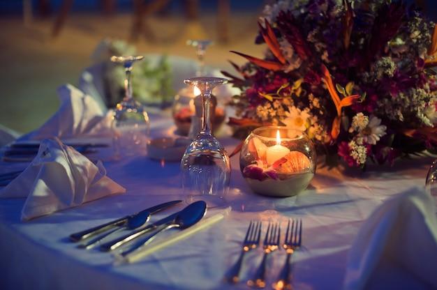 Romantisch diner op een strand