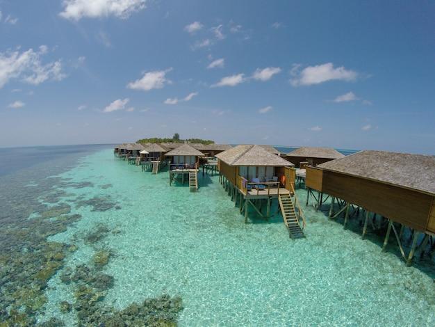 Romantisch hotel jungle sky water