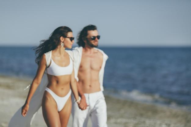 Romantisch paar strand zomervakantie vakantie concept