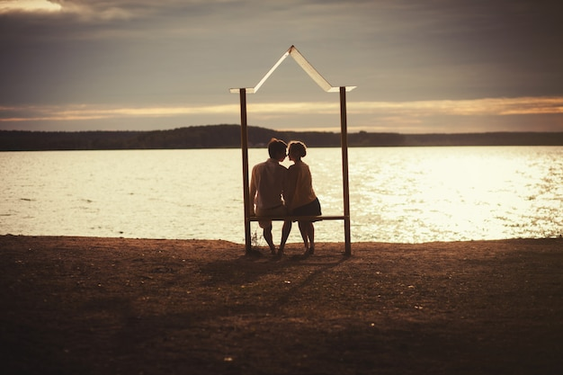Romantisch paar zonsondergang