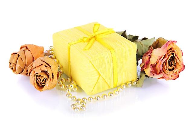 Romantisch pakket geïsoleerd op wit