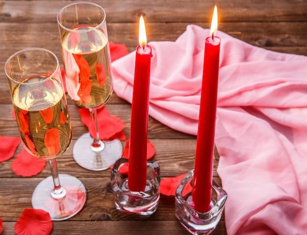 Romantische avond met kaarsen, champagne