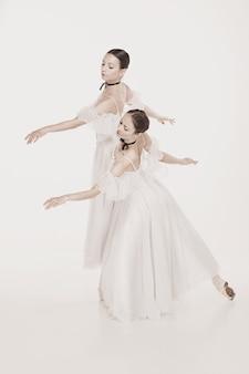 Romantische schoonheid. ballerina's in retrostijl