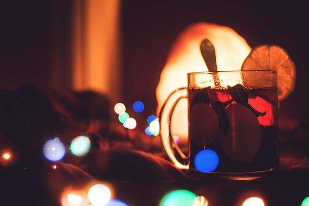 Romantische winteravond warme drank