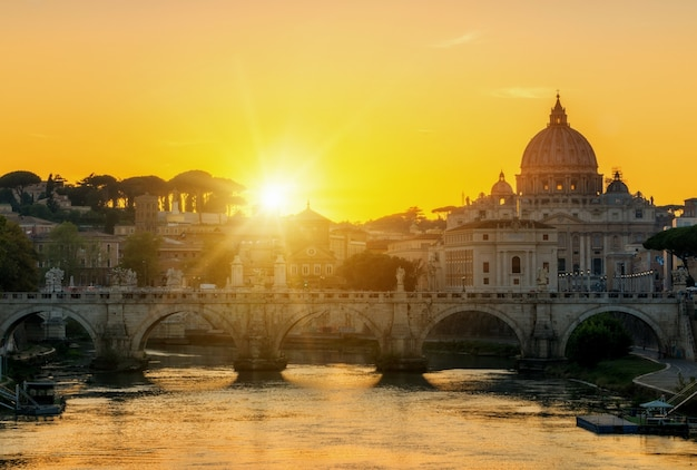 Rome, italië met st. peter basiliek van het vaticaan