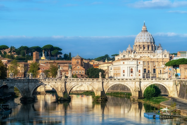 Rome skyline met st. peter basiliek van vaticaan