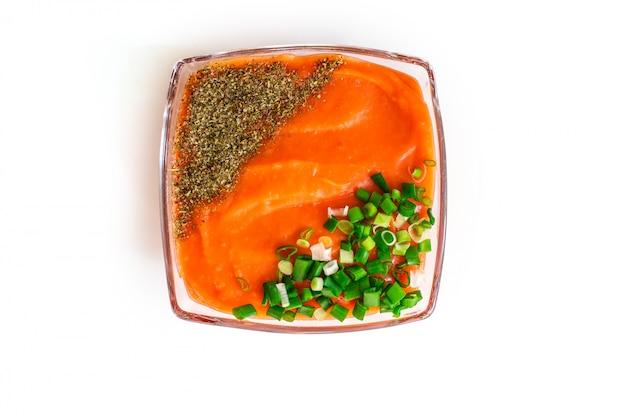 Romige soep. groentesoep van wortelen, bieten, uien, aardappelen.een gerecht voor vegetariërs.