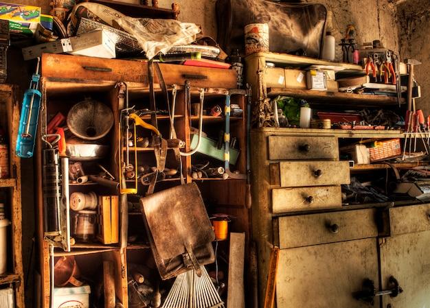 Rommelige garage
