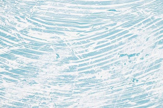 Rommelige geschilderde muur met blauw en wit