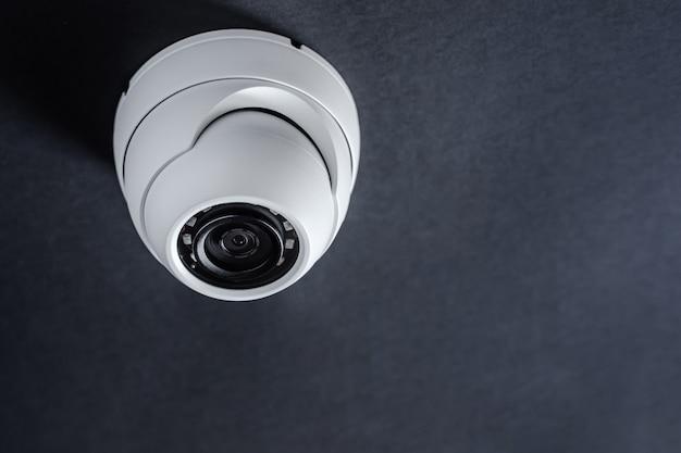 Ronde cctv-camera. beveiligingssysteem.