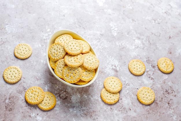 Ronde gezouten crackerkoekjes, snack.