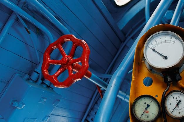 Rood, antiek ventiel, kraanventiel