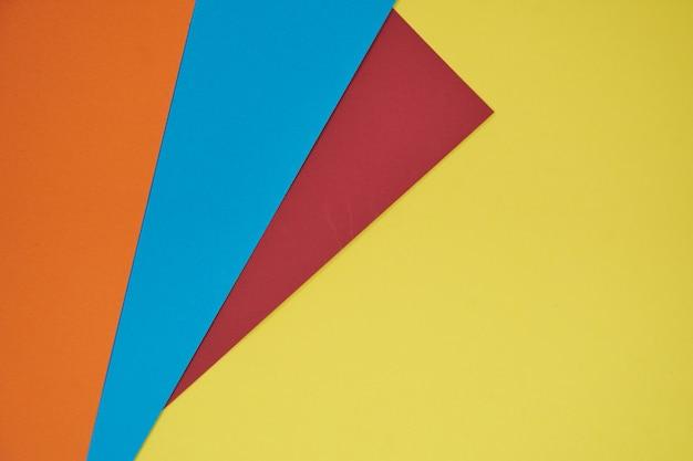 Rood, blauw en oranje op gele achtergrond
