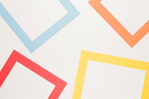 Rood blauw geel oranje frames op wit oppervlak