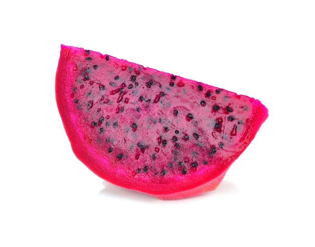 Rood draakfruit op witte achtergrond