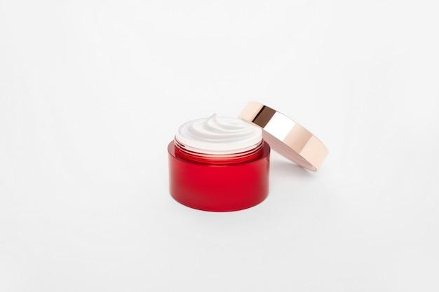 Rood gezichtscrème buismodel