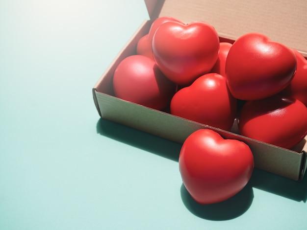 Rood hart. liefde, zorg en valentijnsdag concept.