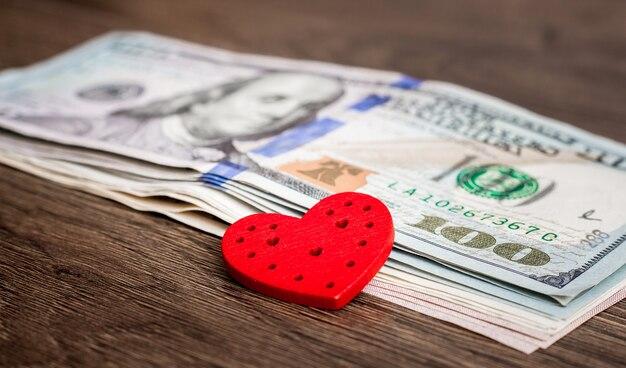 Rood hart op amerikaanse dollars