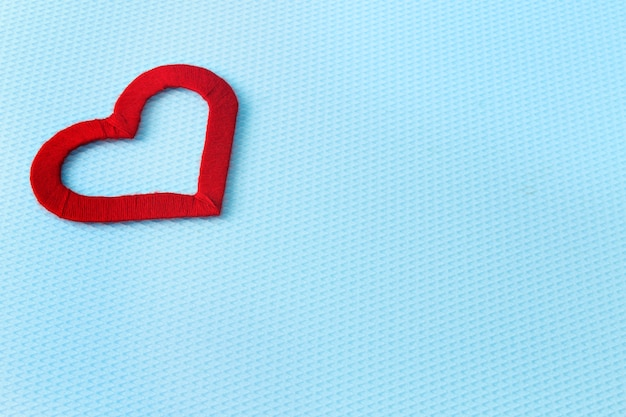 Rood hart op een blauwe achtergrond