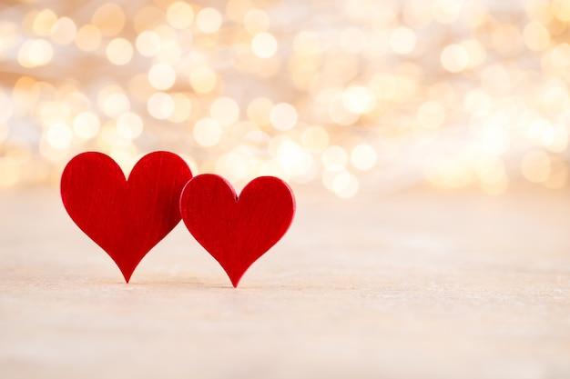 Rood hart, valentijnsdag wenskaart. bokeh achtergrond.