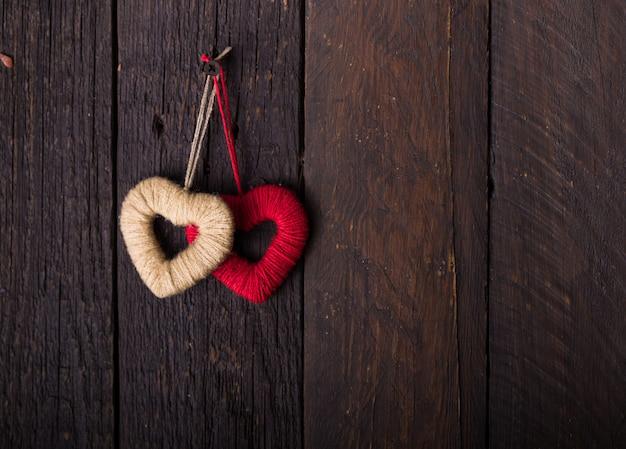 Rood hart voor doneren en filantropie gezondheidszorg liefde orgaandonatie familieverzekering en csr-concept wereldhartdag wereldgezondheidsdag / concepten van delen van geven of valentijnsdag