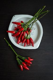 Roodgloeiende mini-chilipepers