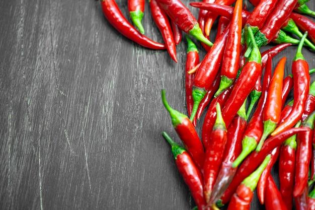 Roodgloeiende pepersachtergrond