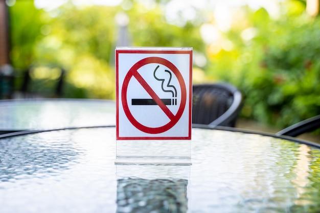 Rook geen bord niet roken aanmelden in koffie cafe