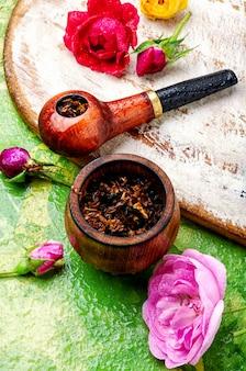 Rookpijp en bloementabak