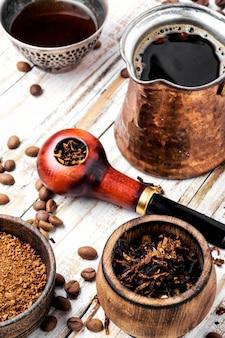 Rookpijp en koffie