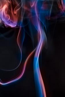 Rookverzameling op zwarte achtergrond