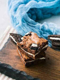 Roomkaas brownies met koekjes