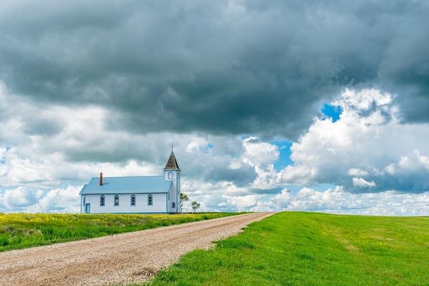 Rooms-katholieke kerk st. cunegunda in de spookstad horizon, sk, canada