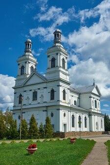 Rooms-katholieke kerk van st. andrew de apostel wit-rusland, lyntupy, district myadzyelel