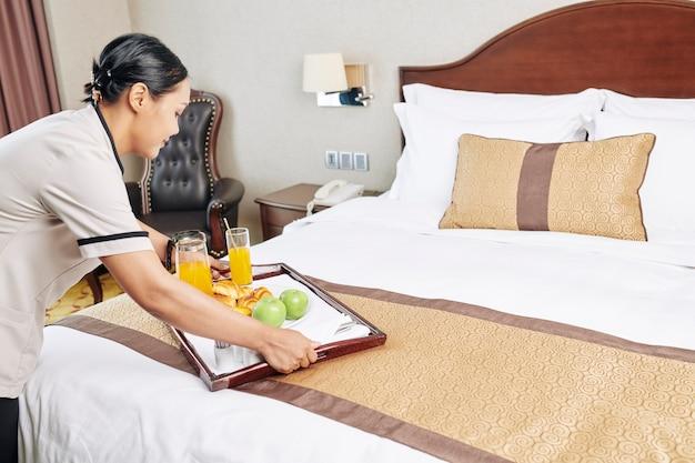 Roomservice in het hotel