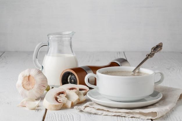 Roomsoep van champignons met peterselie