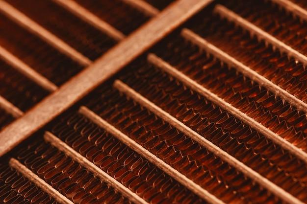 Roostertextuur van oude roestige radiator met exemplaarruimte.