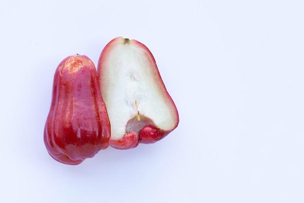 Rose appel geïsoleerd op het wit