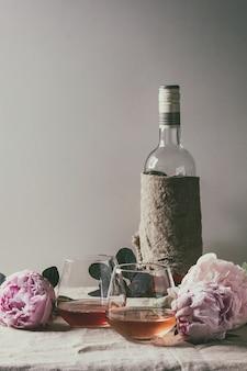 Rose wijn met bloemen