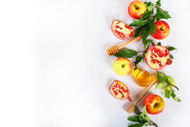 Rosh hashanah joods nieuwjaar vakantie concept. appels, honing, granaatappel. ruimte kopiëren. naar