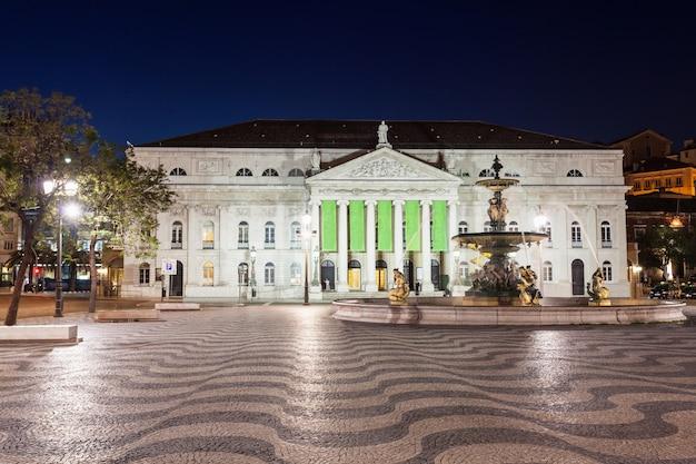 Rossio-plein (pedro iv-plein) in de stad lissabon, portugal